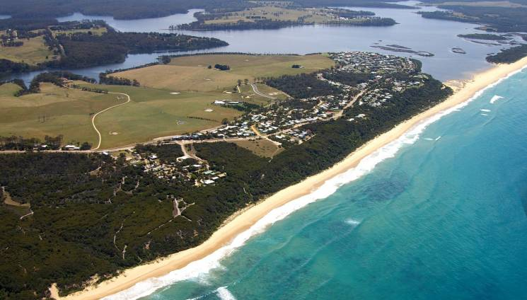 1140_1_lakes_beachfront_aerial_90_mile_beach_lake_tyers.jpg