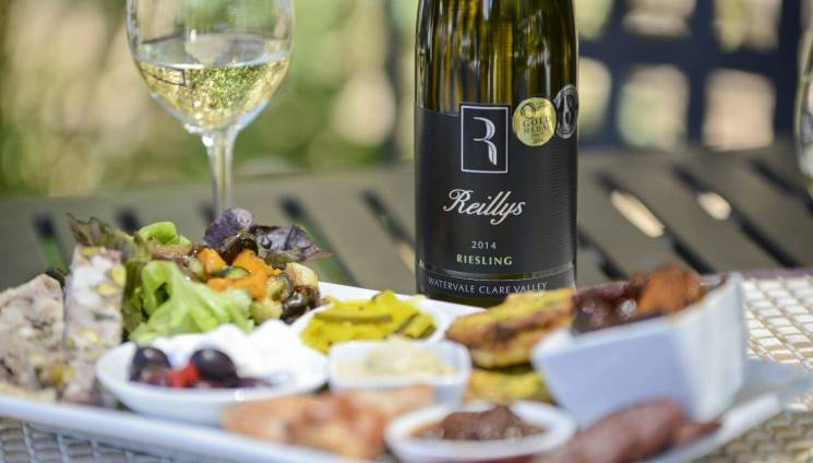 1736_cd_food_outside_platter_riesling_with_glasses_6.jpg